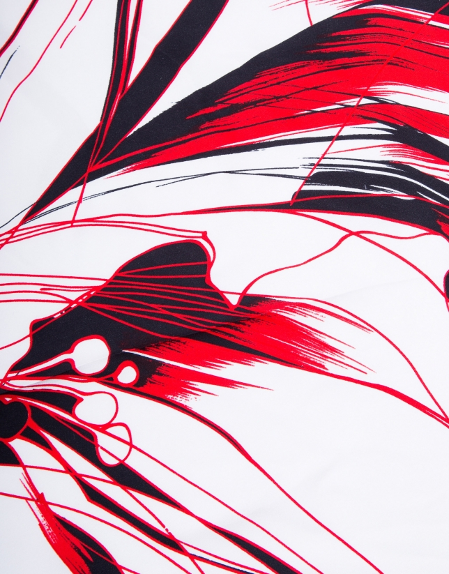 Foulard rouge à fleurs