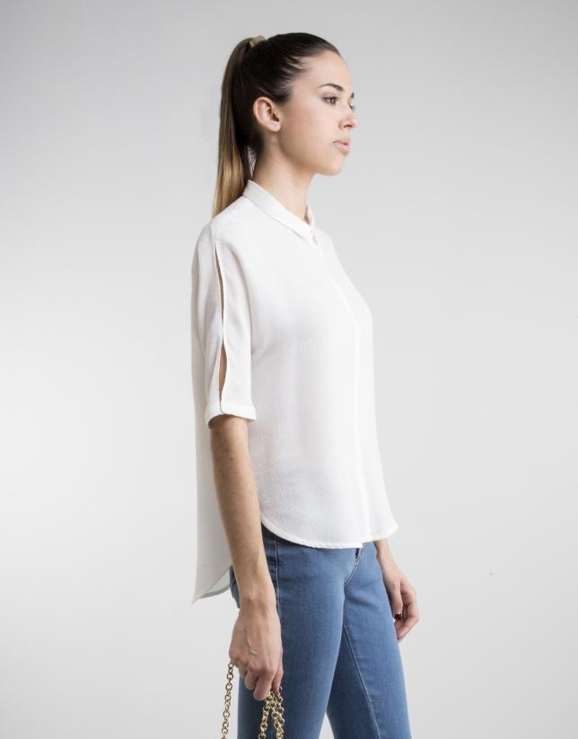 Camisa color crudo corte recto