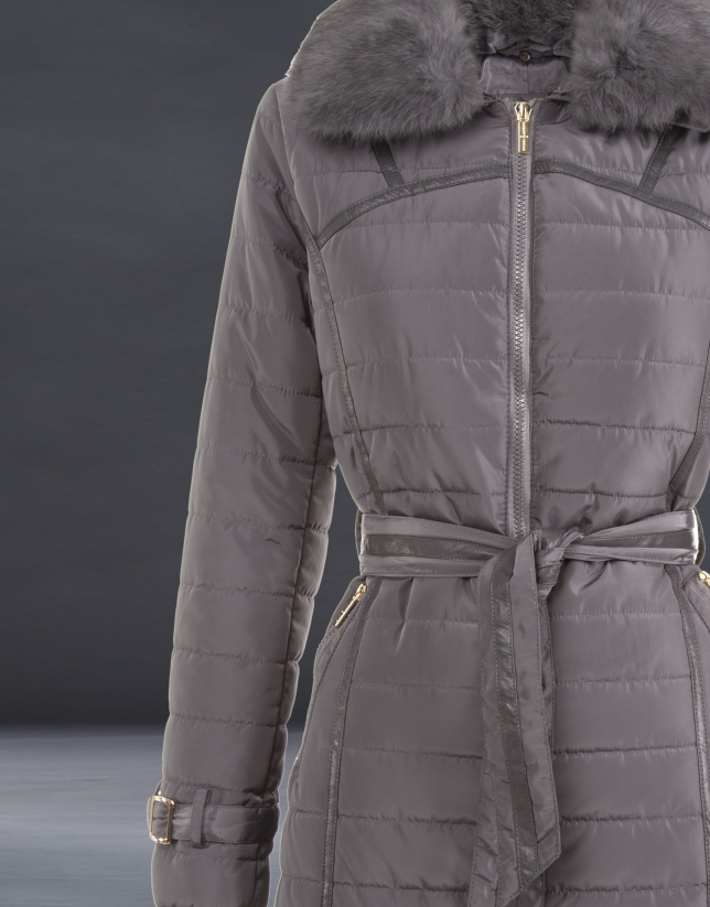 Trench largo acolchado gris