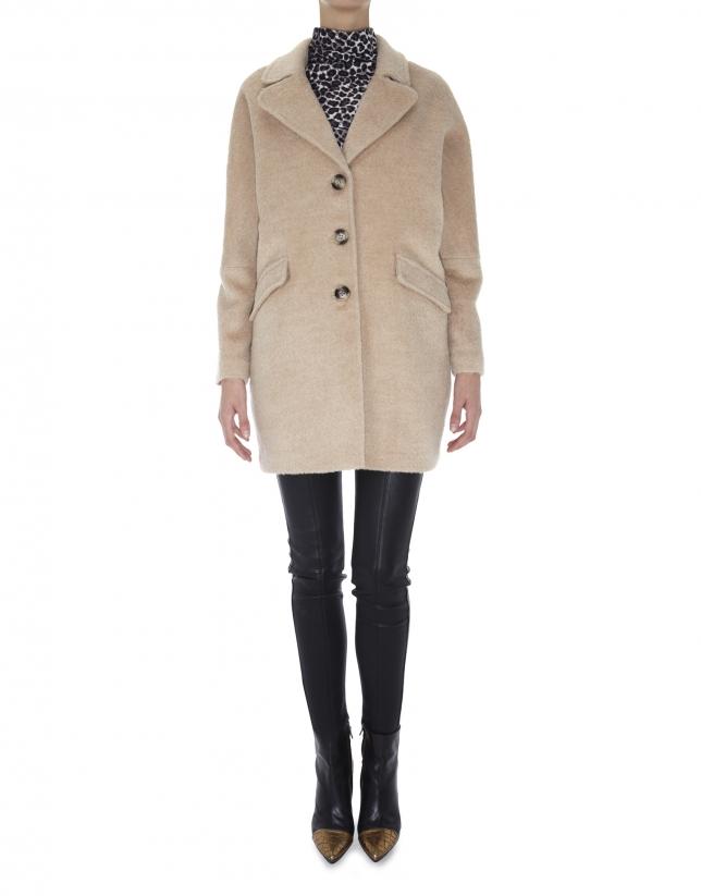 Abrigo beige con solapa de lana y alpaca