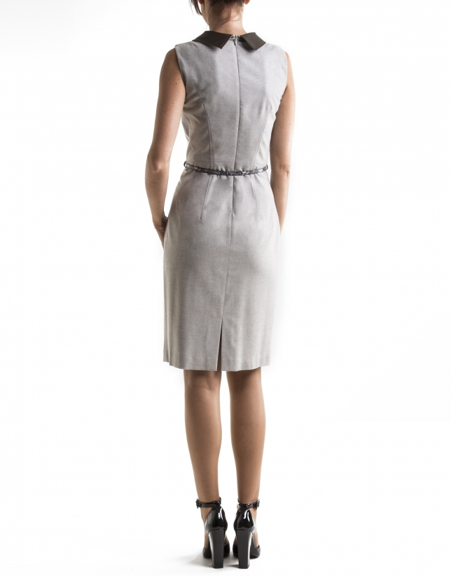 Beige sleeveless dress with leather collar