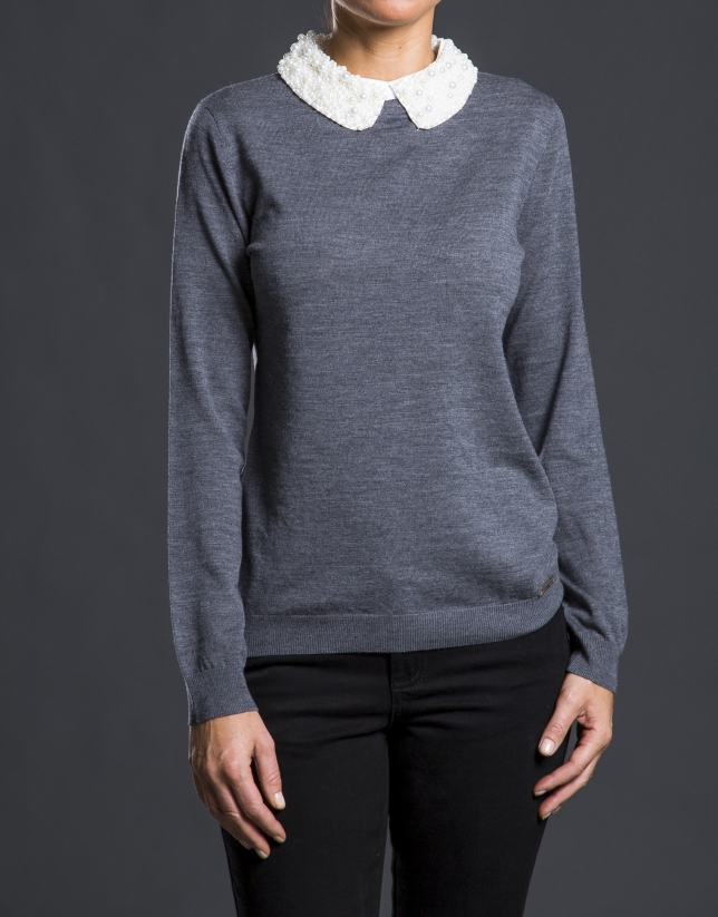 Knit sweater with pearl collar