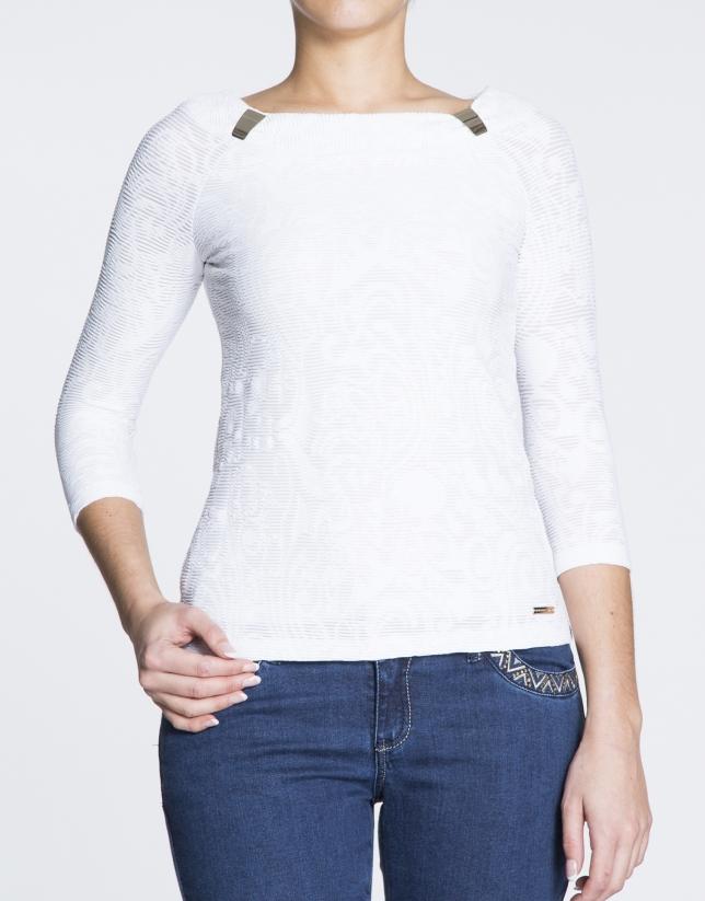 T-shirt côtelé blanc.