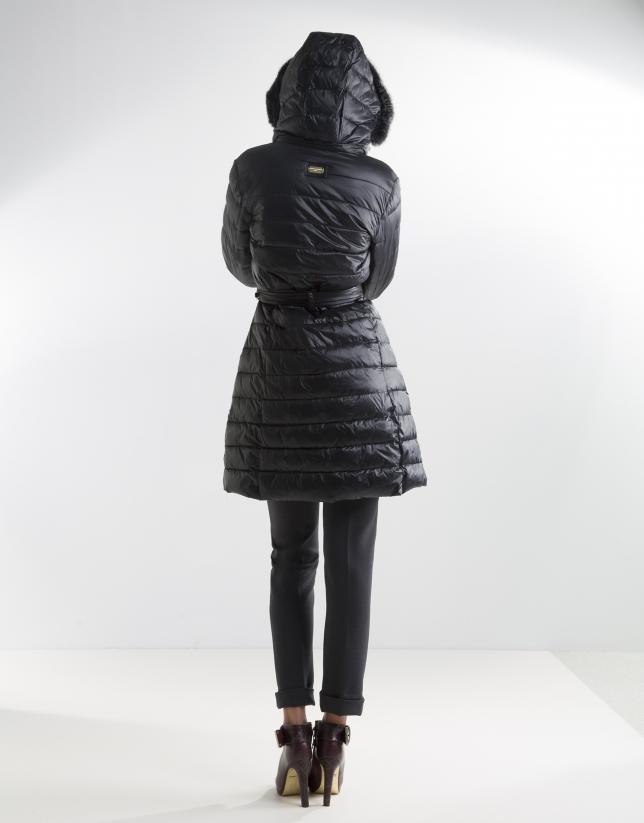 Plumífero largo negro