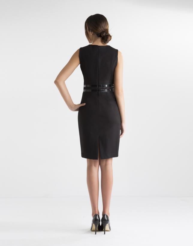 Vestido negro aplicación cintura