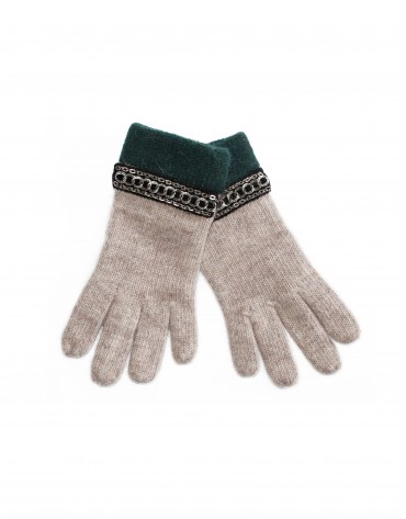Knitted beige gloves