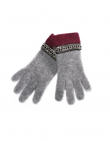 Knitted grey gloves.