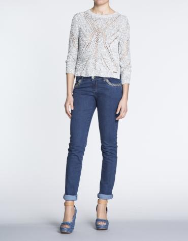 Jersey manga larga con calados geométricos.