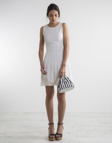Robe longue blanche en maille