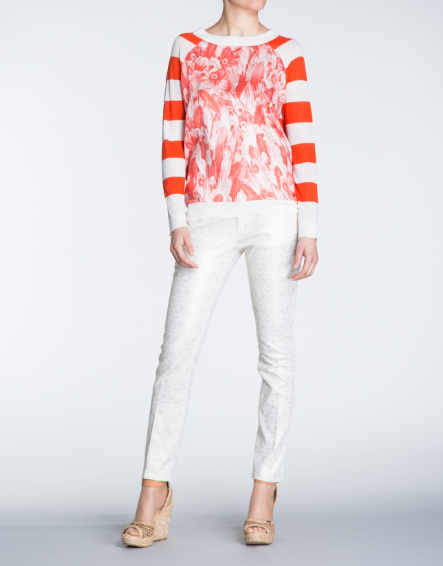 Camiseta lino con estampado coral y franjas.