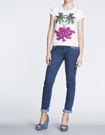 T-shirt blanc en coton avec motif de palmiers.