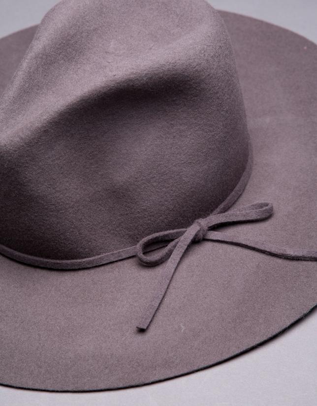 Sombrero en fieltro gris