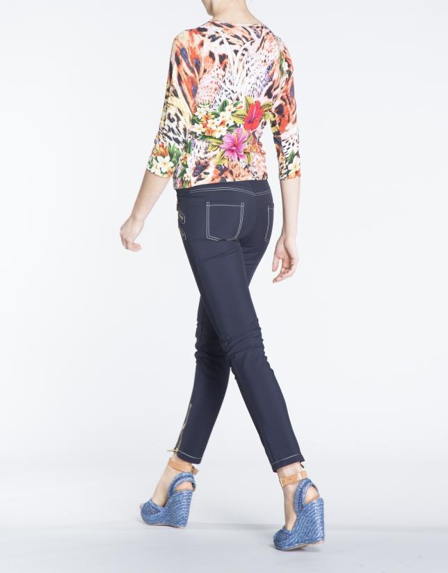 Camiseta manga tres cuartos estampado floral.