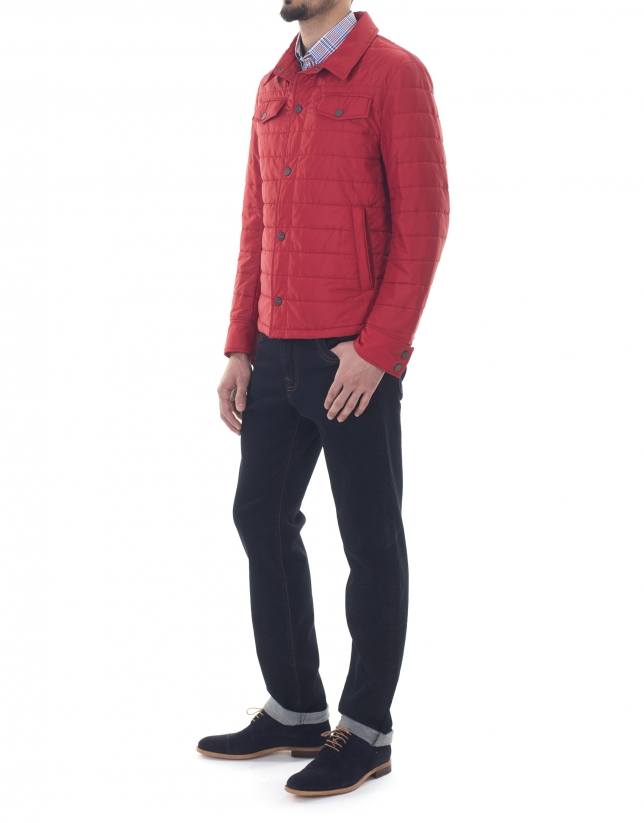 Deportiva cuello camisero rojo