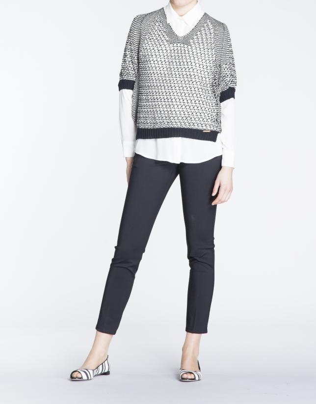 Jersey manga murciélago punto abierto en negro, beige y plata.