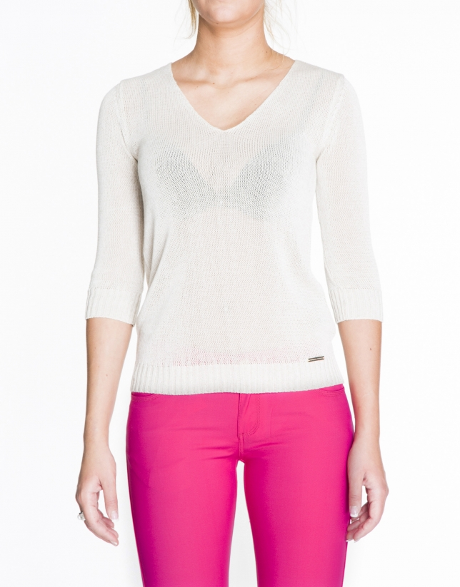 Jersey de lino en beige cuello V.