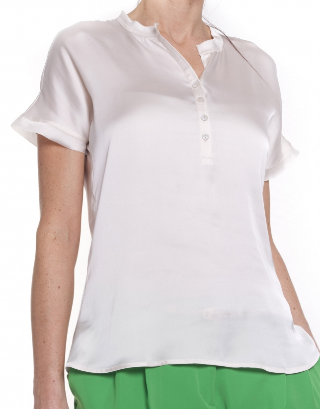 Short sleeve shirt with round neck