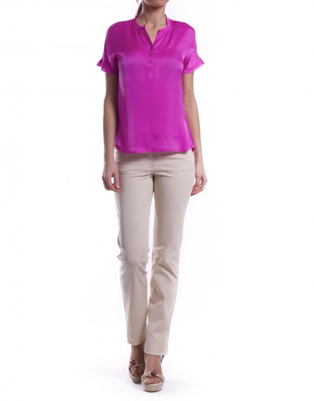 Short sleeve shirt and round neck