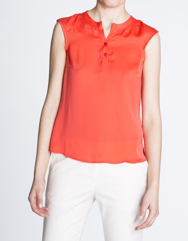Geranium red top with round neck and two buttons