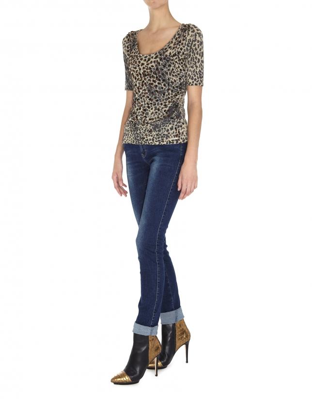 Camiseta lurex manga corta estampado animal con aplicaciones en delantero