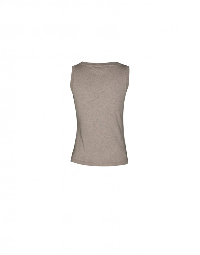 Sleeveless beige round neck sweater