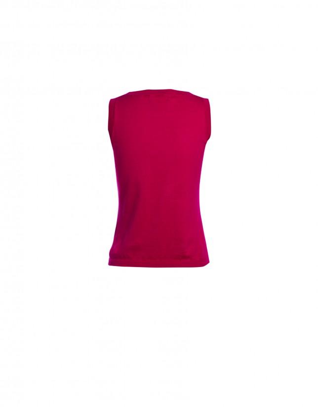 Sleeveless fuchsia round neck sweater