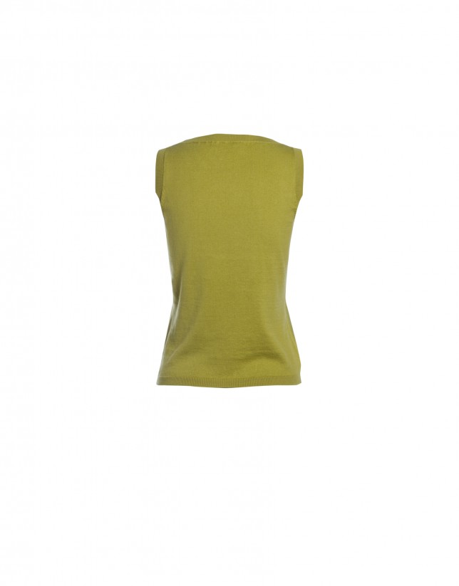 Sleeveless green round neck sweater