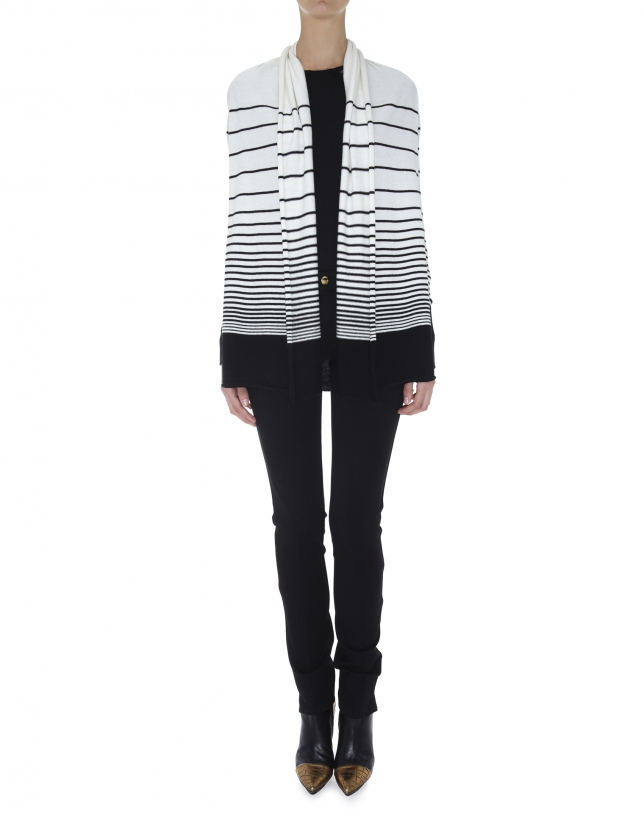 Chaqueta larga cuello chal estampado listas horizontales en crudo y negro