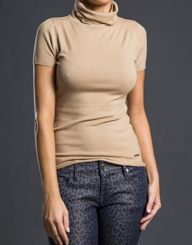 Short sleeved beige sweater