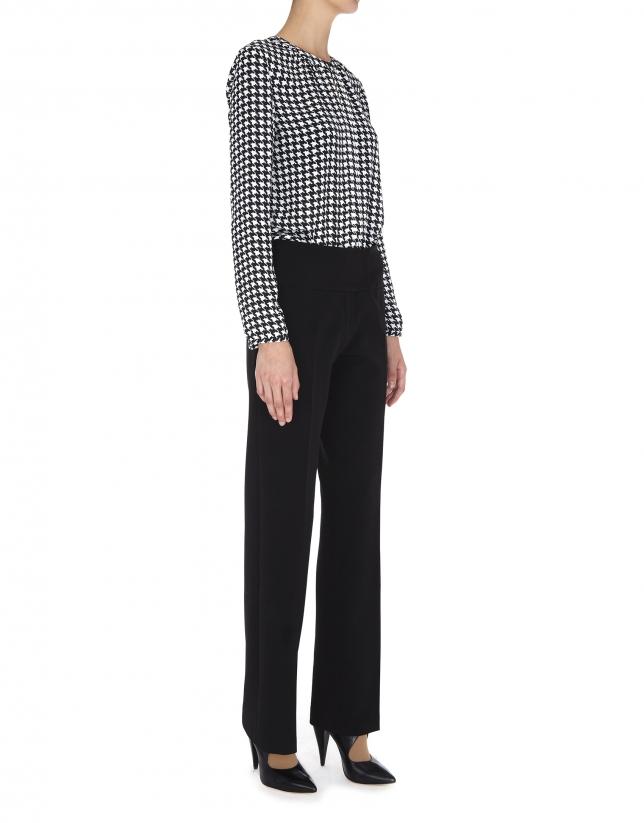 Pantalon droit noir avec patte décalée
