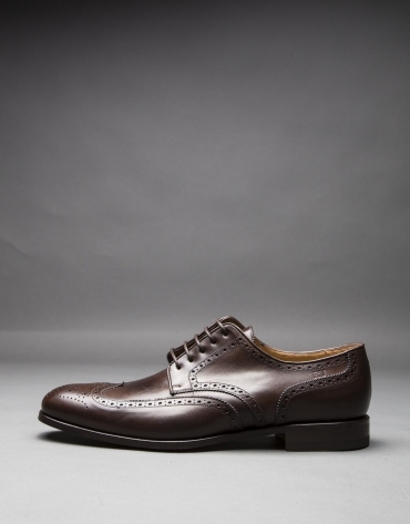 Brown oxford leather shoe