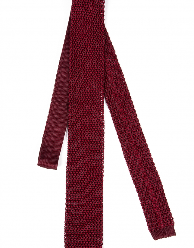 Burgundy knit tie