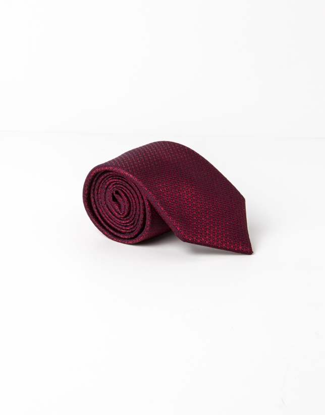 Red structured tie