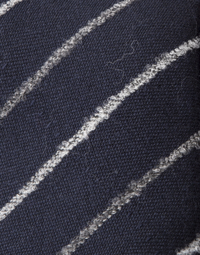 Corbata rayas gris fondo marino