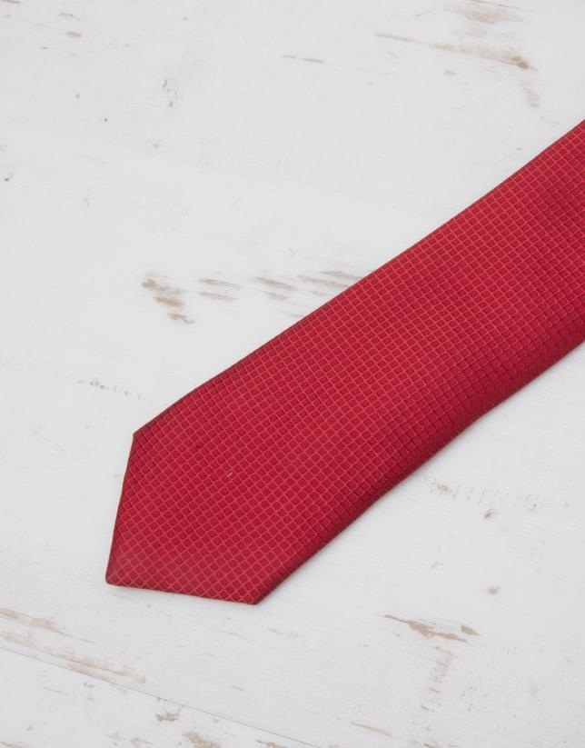 Red structured tie