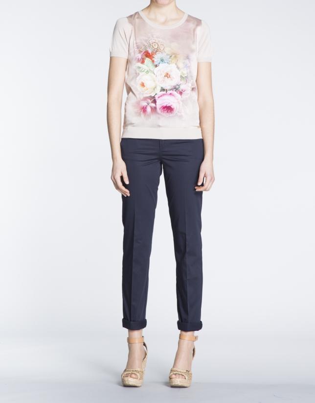 Camiseta nude con estampado floral en seda.