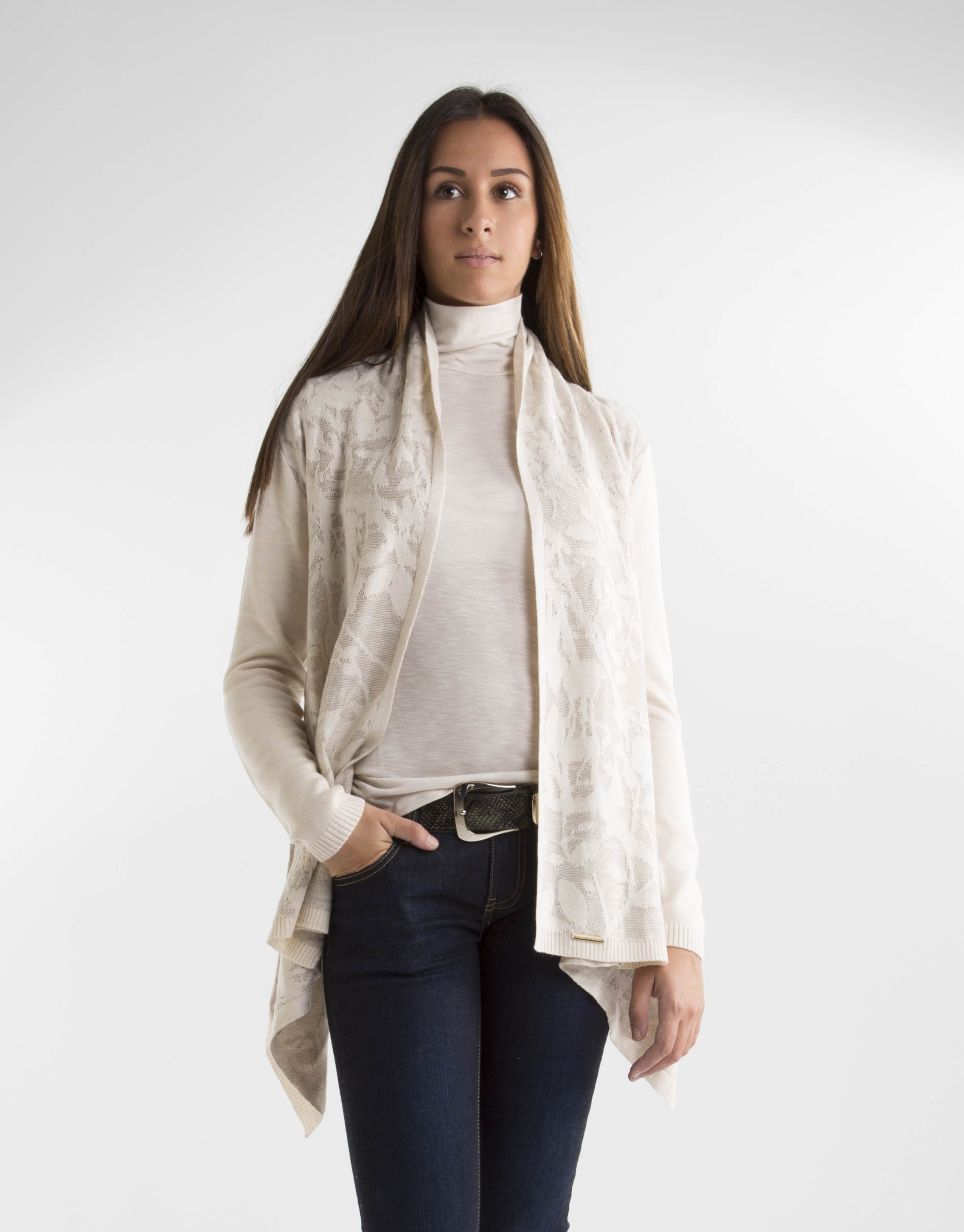 ENVÍO GRATUITO. Compra desde casa chaquetas de punto y cárdigans esenciales para completar tu look.