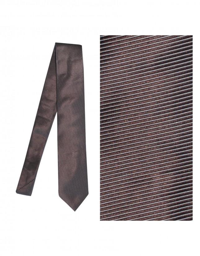 Corbata seda marrón