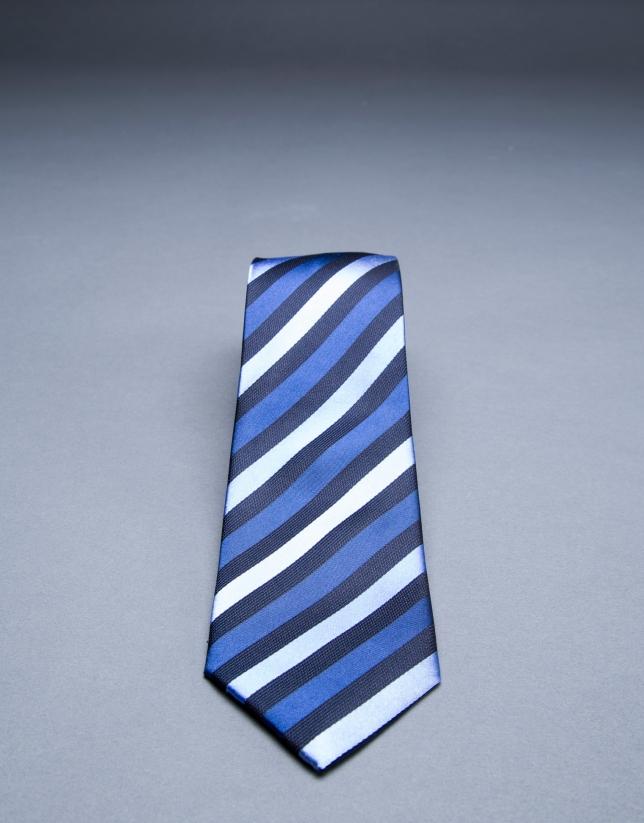 Cravate à rayures dans le biais bleu