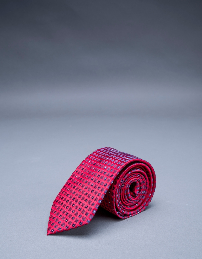 Cravate à motifs rouge bleu