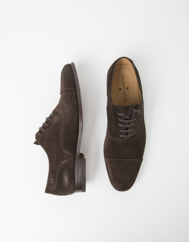 Chaussure en croûte de cuir marron