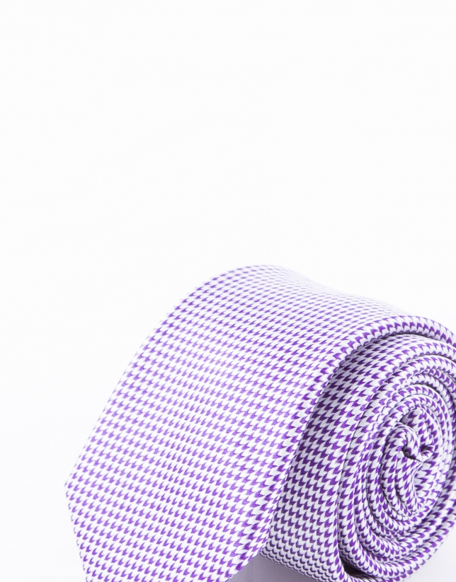 Tie with purple motifs