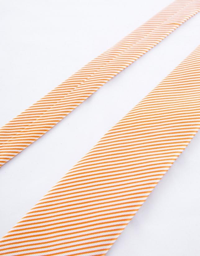 Cravate à rayures blanches sur fond orange