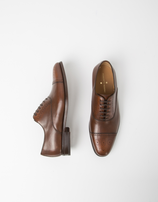 Brown Oxford dress shoes