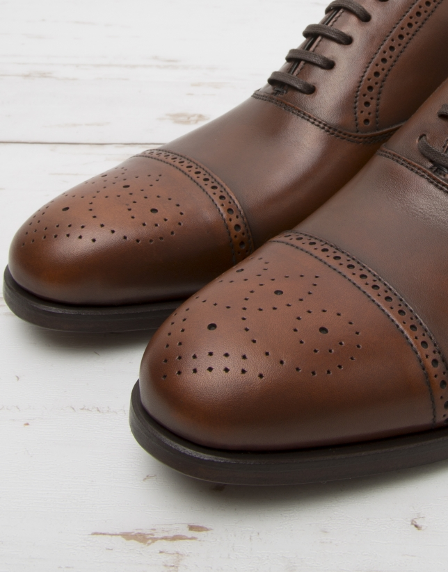 Zapato Oxford picados marrón