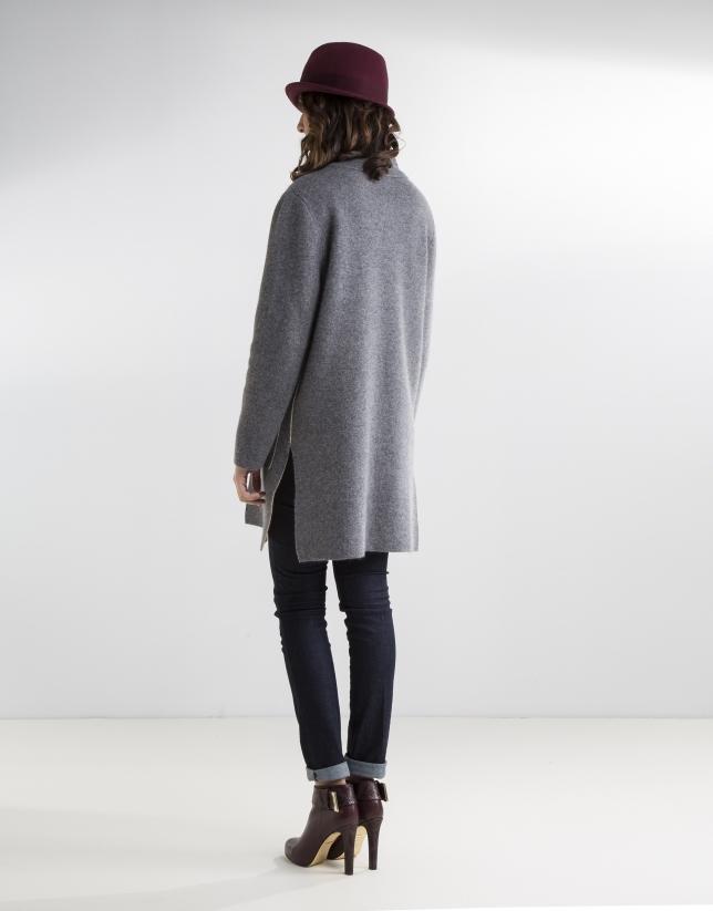 Manteau gris en maille