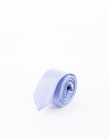 Cravate à rayures dans les tons bleus