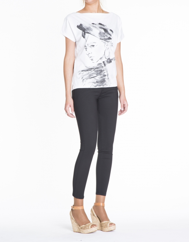 Camiseta blanca manga murciélago corta con ilustración chica