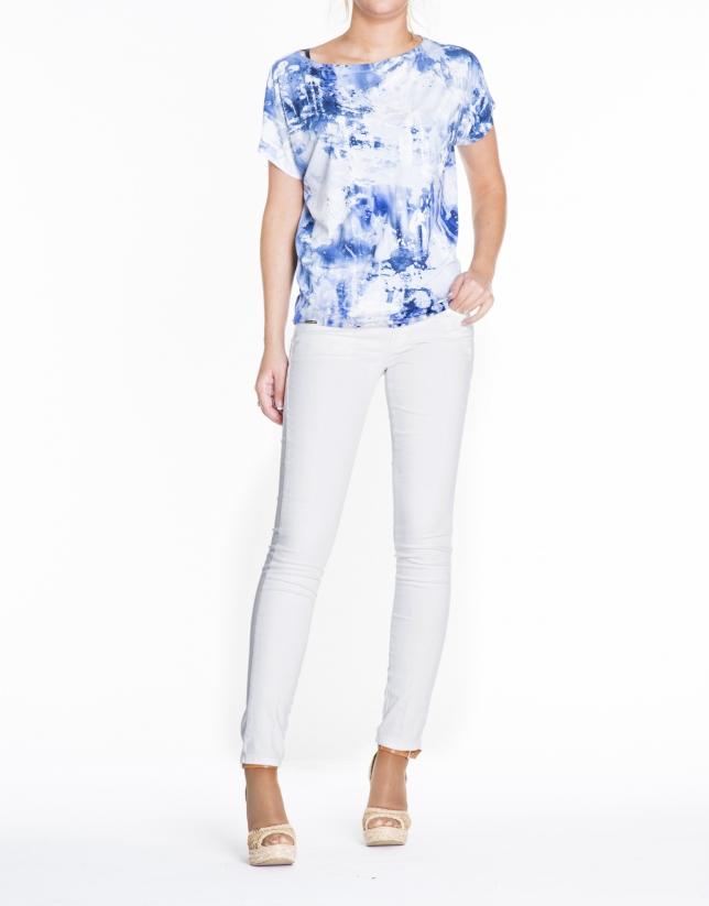 T-shirt ample, motifs tachetés bleues.