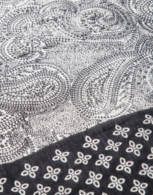 Black and white print scarf